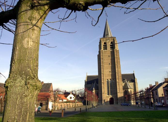 De Lambertuskerk in Wouw. Als het aan het Wouwse kerkbestuur ligt, gaat de gemeente Roosendaal de Wouwse kerktoren gedeeltelijk adopteren.