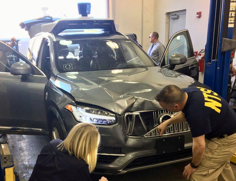 De zelfrijdende auto van Uber na het ongeval in Tempe. Beeld REUTERS