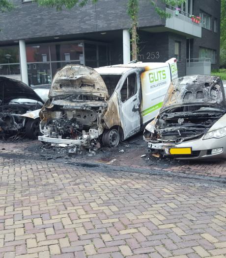 Auto's uitgebrand aan de Holstraat in Eindhoven