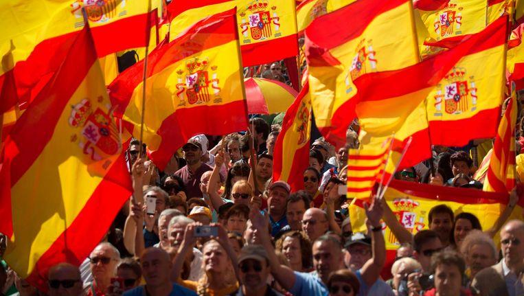 Demonstranten in Barcelona tegen de onafhankelijkheid van Catalonië. Beeld afp