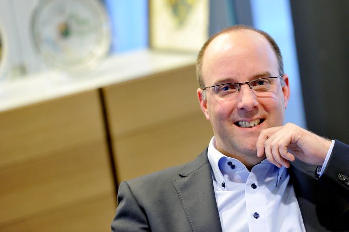 Behalve wethouder van de gemeente Rucphen, mag René Lazeroms zich binnenkort ook bijenambassadeur noemen.