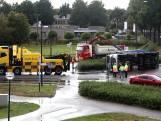 Vrachtwagen vol groenafval gekanteld op rotonde in Sint-Oedenrode
