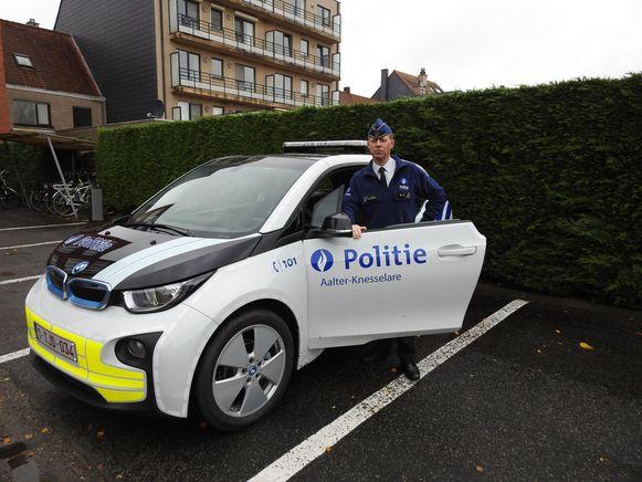 Korpschef Peter Ponnet is trots op de nieuwe elektrische wagens voor de wijkwerking.