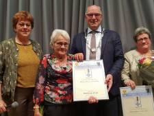 Marietje van Krugten (76) en dochter Annelies van Scheij (56) Hedelnaar van het jaar