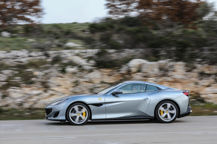 De Ferrari Portofino gaat niet ongemerkt voorbij.  De motor laat zich horen.