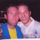 Don Vleesenbeek (l) met zijn broer Erik die in het gecrashte vliegtuig zat.