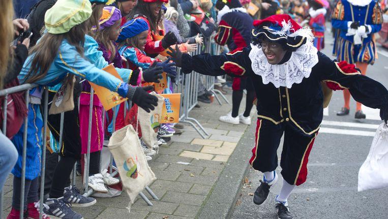 Zwarte Piet vorig jaar tijdens de intocht in Amsterdam. Beeld Trouw