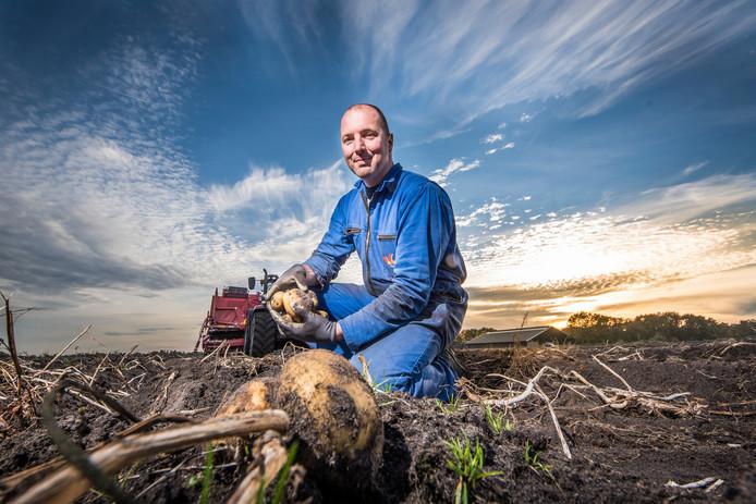De Pollen 20181106 Jilles Ormel aardappelen rooien oogst  aardappelrooimachine editie:Alle Foto Reinier  van Willigen