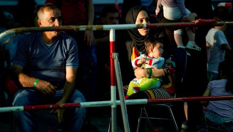 Syrische vluchtelingen op het perron van het treinstation in München na hun reis vanuit Boedapest. Beeld anp