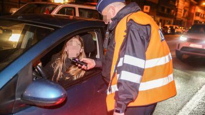 Auto tegen boom: rijbewijs kwijt na positieve adem- en speekseltest