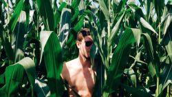 Populair op het internet: knappe mannen met ... planten