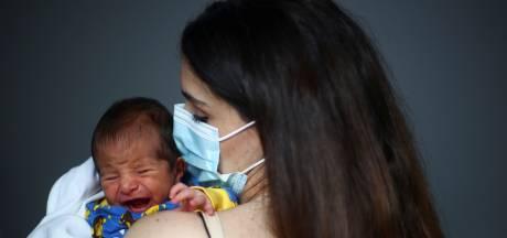 Baby George, geboren tijdens explosie Beirut, is 'licht in de duisternis'