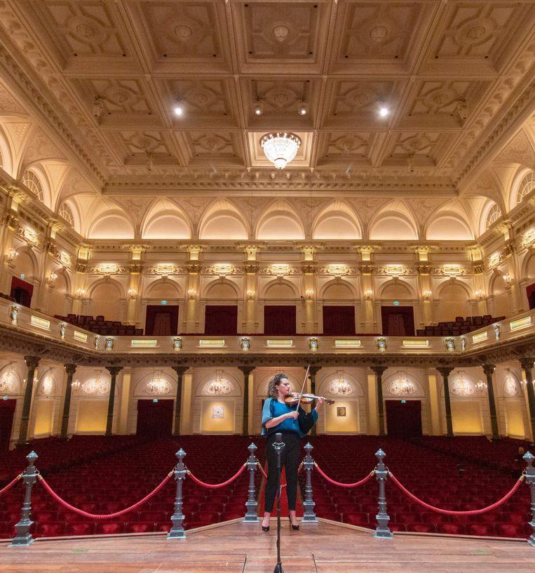 Liza Ferschtman, op 7 juli in het Concertgebouw. Beeld Het Concertgebouw / Bernd Köhn