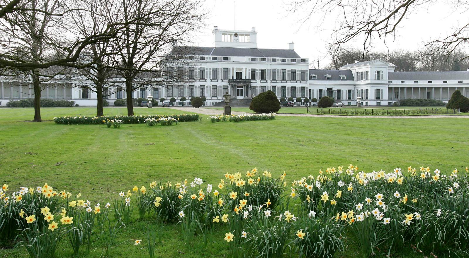 Paleis Soestdijk heropent deze zomer de koninklijke tuinen. De opening gaat in vanaf 1 juli en is voor twee dagen in de week: woensdag en vrijdag. Onder begeleiding kunnen de tuinen dan worden bezocht.