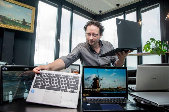 Computerexpert David van Dantzig adviseert om het scherm vanuit alle hoeken te bekijken.