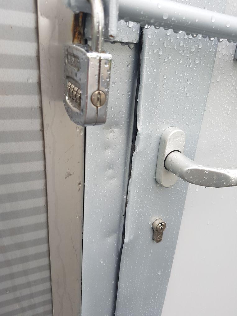 De inbrekers forceerden het slot. Intussen is de machinekamer beter beveiligd.