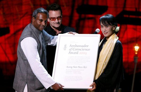 Ook Amnesty neemt Aung San Suu Kyi prijs af