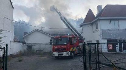 Straat afgesloten na brand in loods in Ukkel