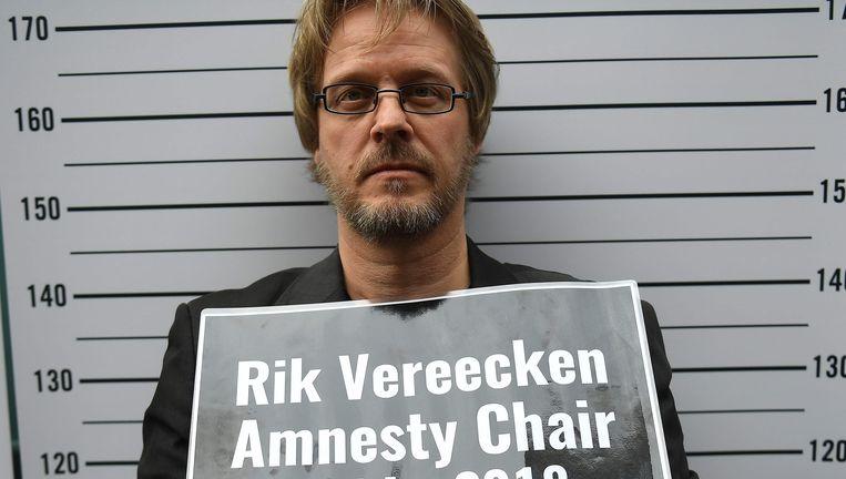 Voorzitter van Amnesty International Vlaanderen Rik Vereecken tijdens een protest vorige maand om Taner Kilic, de Turkse voorzitter van Amnesty International, vrij te krijgen.