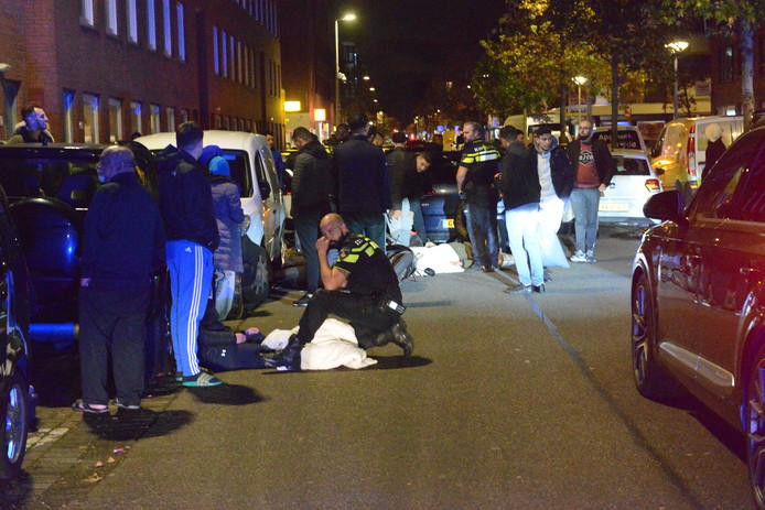 In dezelfde straat werd eerder op de avond al een overstekende voetganger aangereden door een automobilist.