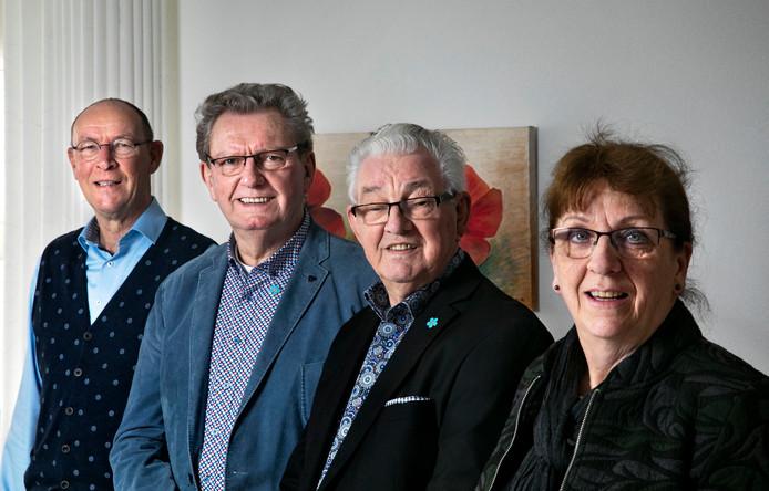 Tjeu Lammers, Mies van Ooij, Adrie van Hal en Jacqueline van der Heijden van shantykoor De Klotvaarders.