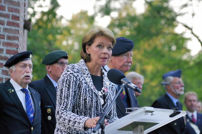 Burgemeester Blanksma bij de bevrijdingsviering in Helmond