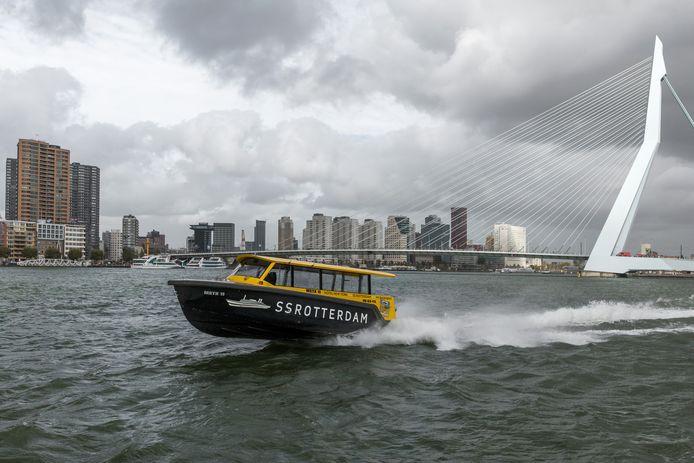 Een watertaxi in Rotterdam. Over een paar jaar ook in Breda?