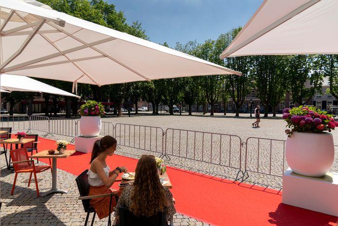 Naast het terraseiland op de Parade komt een terras met 175 stoelen, overkapping, keuken, podium en jeu de boulesbanen.