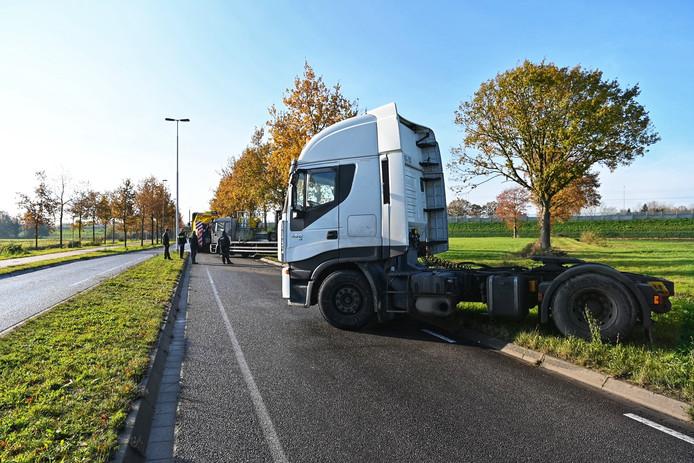 Truck blokkeert Rijsbergseweg in Breda.