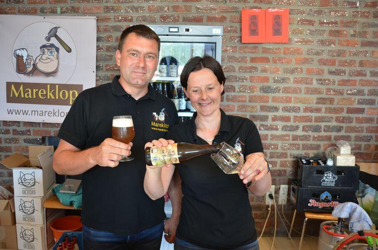 Django en Imgard van Mareklop met het biertje 'Ne Koven'.