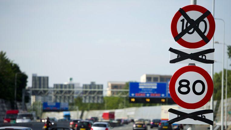 GroenLinks eist dat Schultz de maximumsnelheid op de A13 bij Overschie weer naar 80 km/u verlaagt. Beeld anp