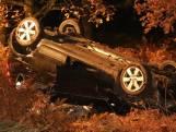 Auto slaat over de kop op A59 bij Rosmalen: dode en vier gewonden