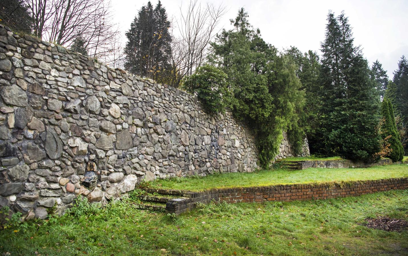 De muur van Mussert in Lunteren.