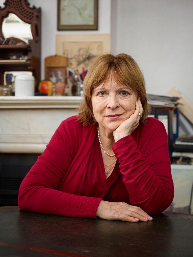 Marita Mathijsen: 'Inkorten, hertalen, daar ben ik niet op tegen, want liever een luie lezer dan geen lezer.' Beeld Bianca Pilet