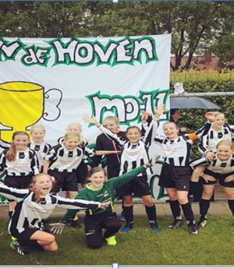 Debuterende meiden ZVV De Hoven ongeslagen kampioen