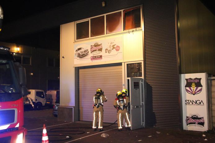 In het bedrijfspand woedde een felle brand