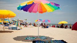 Amerikaanse vrouw gespietst in de borst door op hol geslagen parasol