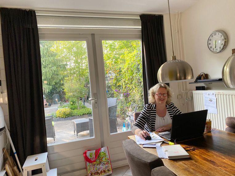 De thuiswerkplek van Eline Gelderblom. Beeld