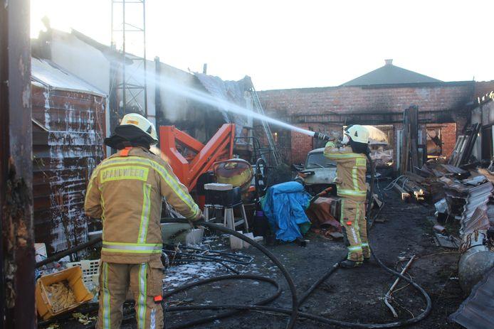 Een groot deel van de hoeve werd door de brand vernield.
