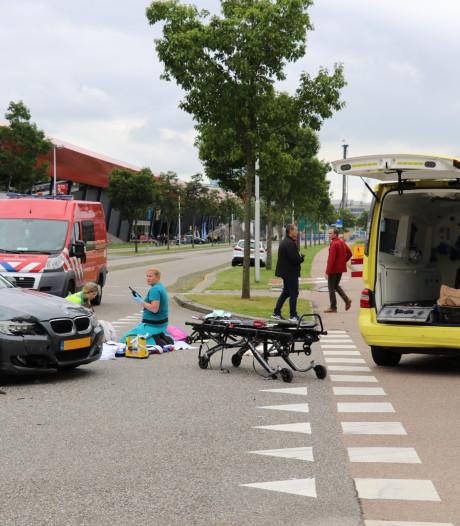 Scooterrijdster gewond bij botsing met auto in Utrecht