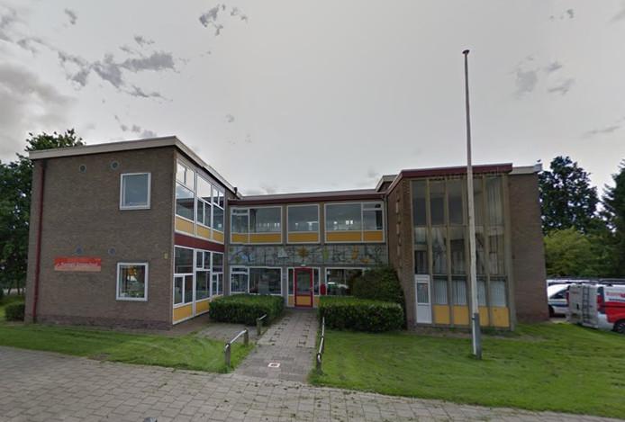 Het oude pand van de Emmaschool aan de Ooievaarstraat in Kampen.
