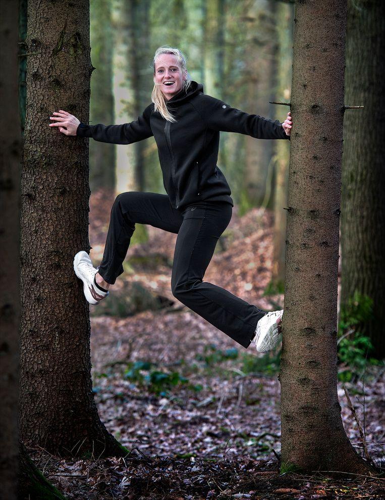 Anouk Vetter, meerkampster, in het bos op Papendal Beeld null