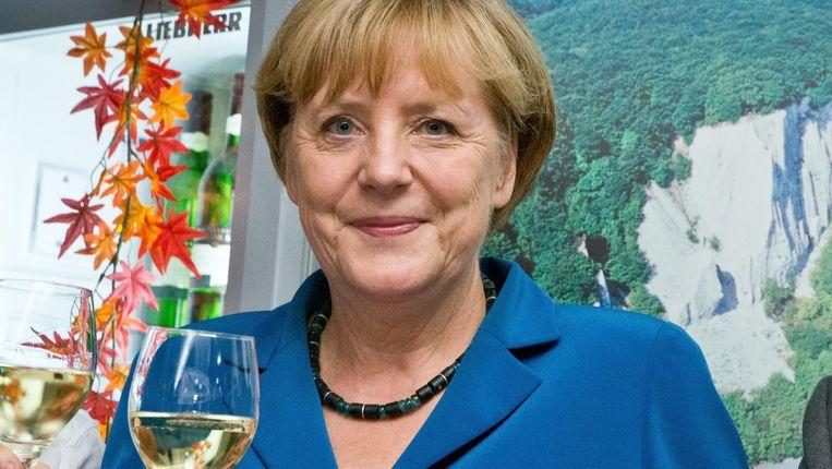 Angela Merkel proost na haar verkiezingsoverwinning Beeld null