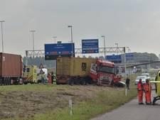 Ongeval met vrachtwagen op A16 bij Moerdijk