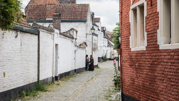 Na de woningkraak in de Gentse Holstraat, werden deze maand opnieuw twee panden gekraakt in Gent. De politie kon pas gisteren optreden en ontruimde ook de tweede woning in de Proveniestersstraat.