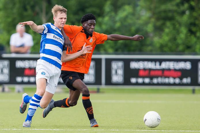 Koen Huntelaar (links op archiefbeeld) scoorde voor Jong De Graafschap.