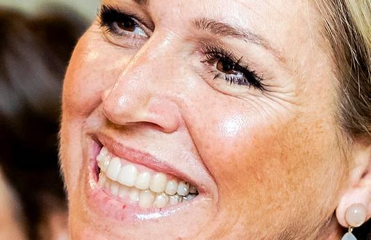 De doorzichtige beugel is gemaakt van dunne kunststof hoesjes die over tanden en kiezen wordt geschoven.