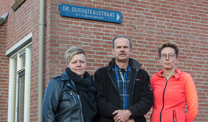 Bewoners van de Dr. Duchateaustraat in Bergeijk: Bianca Winderl, Fred Gerlings en Anita van den Putten (vlnr).