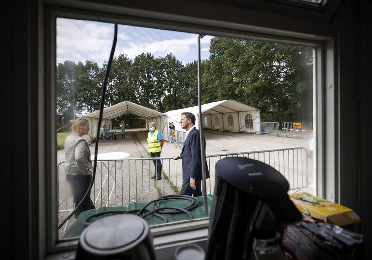 Mark Rutte, hier tijdens een bezoek aan een teststraat van de GGD in Uden.  Beeld EPA
