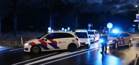 Politie rijdt na achtervolging verdachte van inbraak klem bij Arnhem